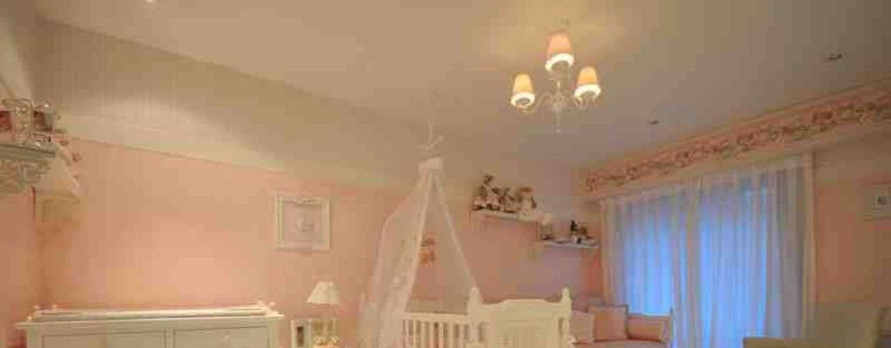 Aqui, tudo o que o quarto de bebê precisa ter: berço, cama para o acompanhante, poltrona de amamentação e trocador