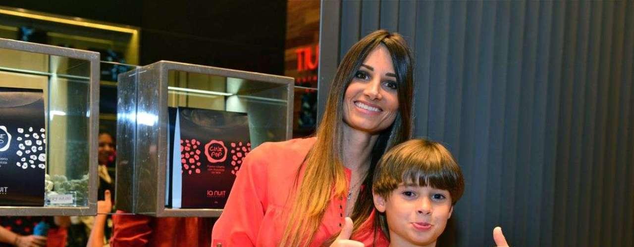 Karina, que é esposa Fábio Assunção, e o filho do ator, João