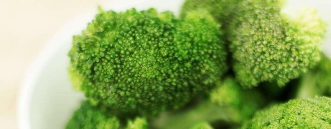 14. Brócolis - O brócolis deve ser consumido na maior frequência possível, pois ele é um dos vegetais mais nutritivos que existem