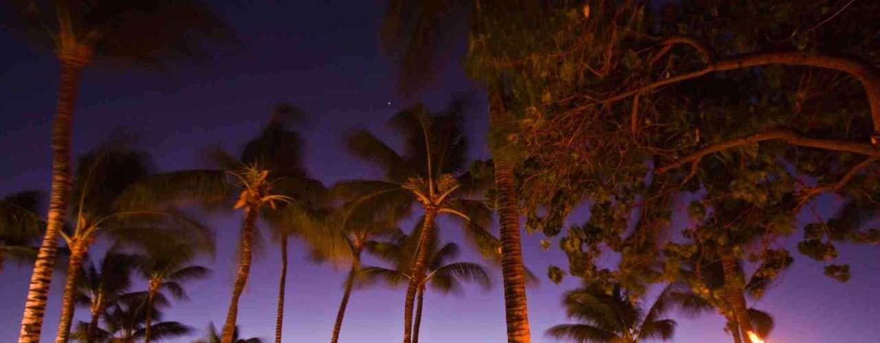 Big Island, Estados Unidos: o  Havaí tem sol o ano inteiro, praias e um ambiente especial e bem relaxado. Para viver longe do grande turismo de ilhas mais desenvolvidas, como Maui e Oahu, Big Island é o lugar indicado, com muita natureza e um ritmo tranqüilo em Hilo, sua principal cidade. Os habitantes vivem em sintonia com a natureza desta imponente ilha vulcânica, com  praias, rios e muita vegetação