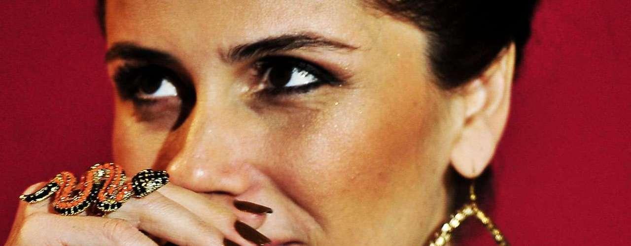 Giovanna lançou sua linha de esmantes chamada Gio Antonelli, em parceria com Speciallità, com 9 cores que vão de verde a rosa. \