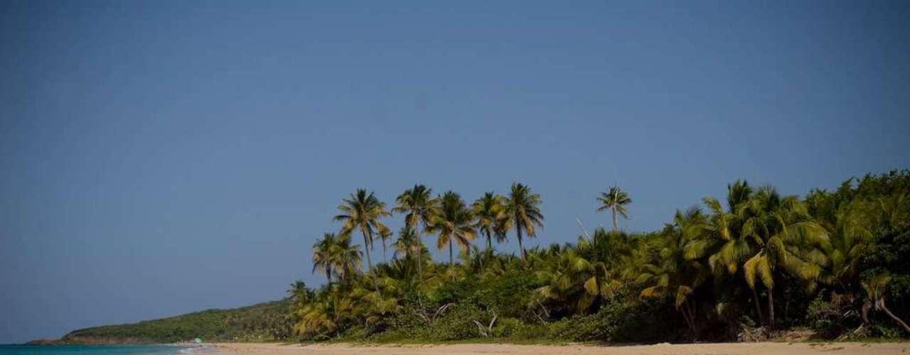 Culebra, Puerto Rico: pequena ilha a 25 km do litoral leste de Puerto Rico, Culebra tem  uma população de 2.500 pessoas, com uma boa escola pública e a tranqüilidade e o sol do Caribe. A ligação entre Culebra e a cidade de San Juan, capital de Puerto Rico, com todos os confortos de uma grande cidade é feita num rápido trajeto de ferryboa