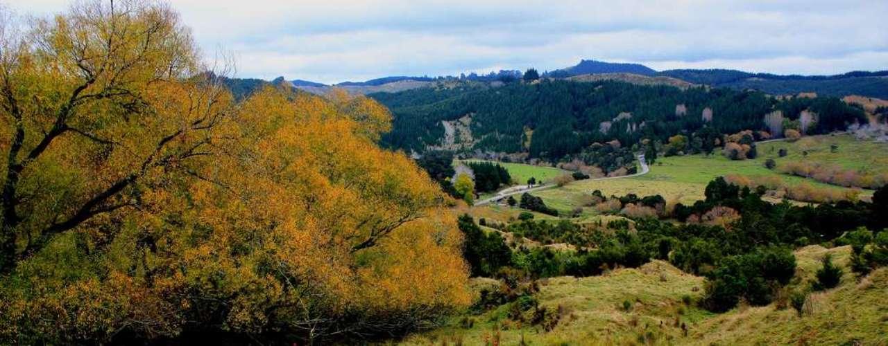Nova Zelândia: a Nova Zelândia tem uma ótima qualidade de vida em grandes cidades modernas como Auckland e Wellington, além de montanhas, lagos, fiordes e muitas outras maravilhas naturais. O país da Oceania também tem ótimos vinhos e é conhecido por ser o país dos esportes radicais, mas com opções para aqueles que querem tranqüilidade ou adrenalina