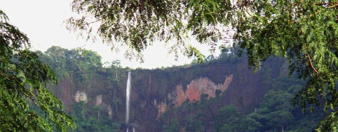 Ainda mais alta que a do Saltão, a queda dessa cachoeira tem 80 metros de altura, em um paredão de mais de 100 m. Ela está a 600 m de altitude e oferece vista para o vale de São Pedro. A ressalva é sua trilha, que, segundo informações da assessoria da cidade de Sâo Pedro, tem acesso mais difícil