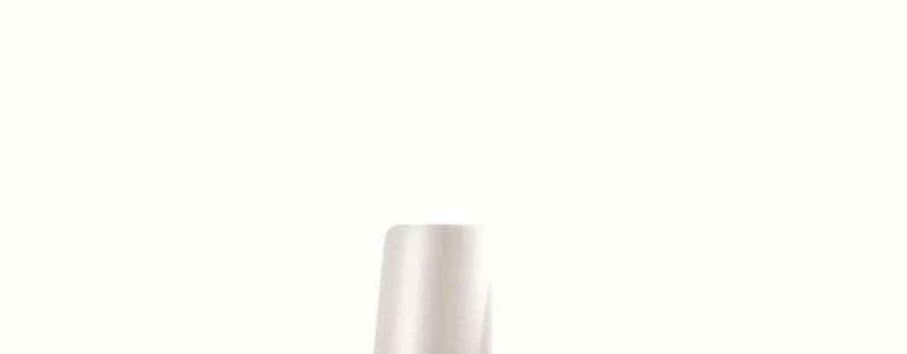 O esmalte roxo que Cida usa é da marca Colorama, cor Noite Quente. Preço: R$ 2,45. Informações: 0800-7010114