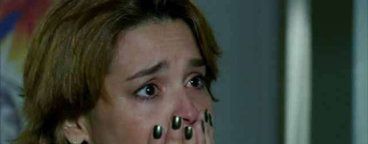 O esmalte verde da personagem Jáqui (Suzy Rêgo), de Amor Eterno Amor, está entre os mais pedidos