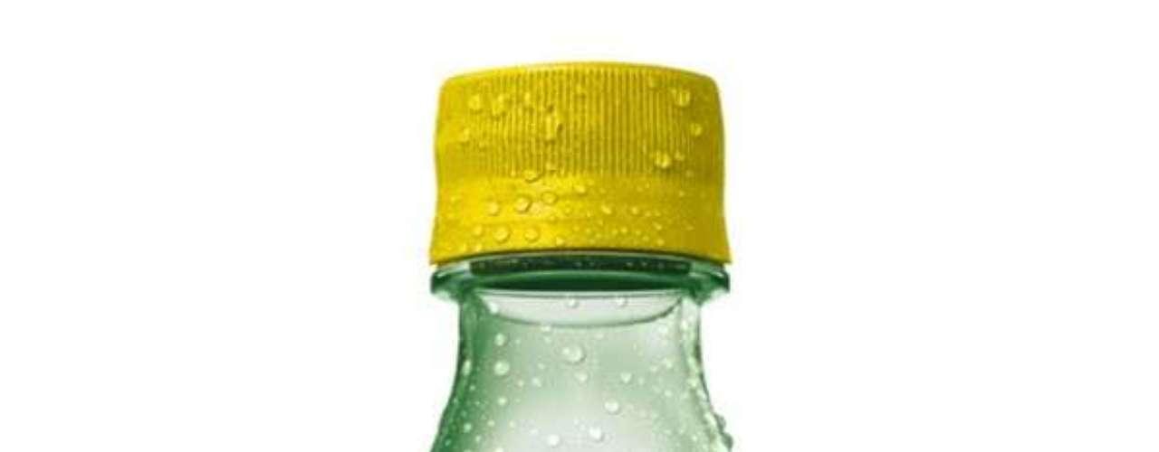 Crush Cajuína e Guaraná: refrigerante do grupo Coca-Cola que combina guaraná com cajuína e é comercializado na região do Cariri (CE)