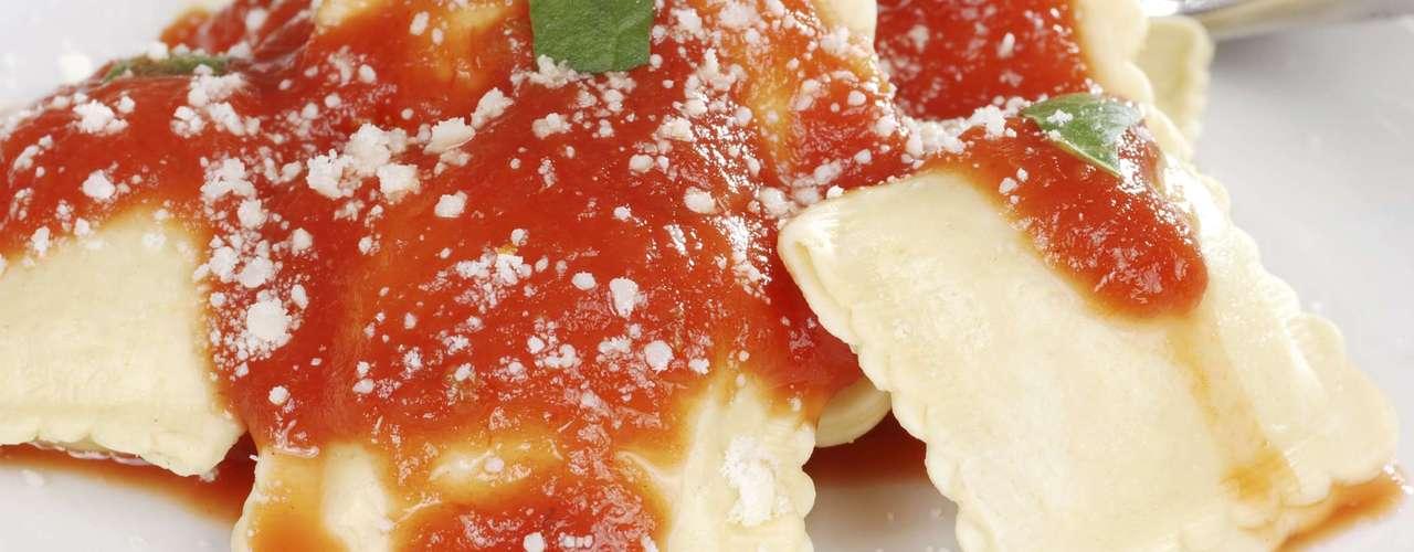 Manjericão faz dupla perfeita com molho de tomate