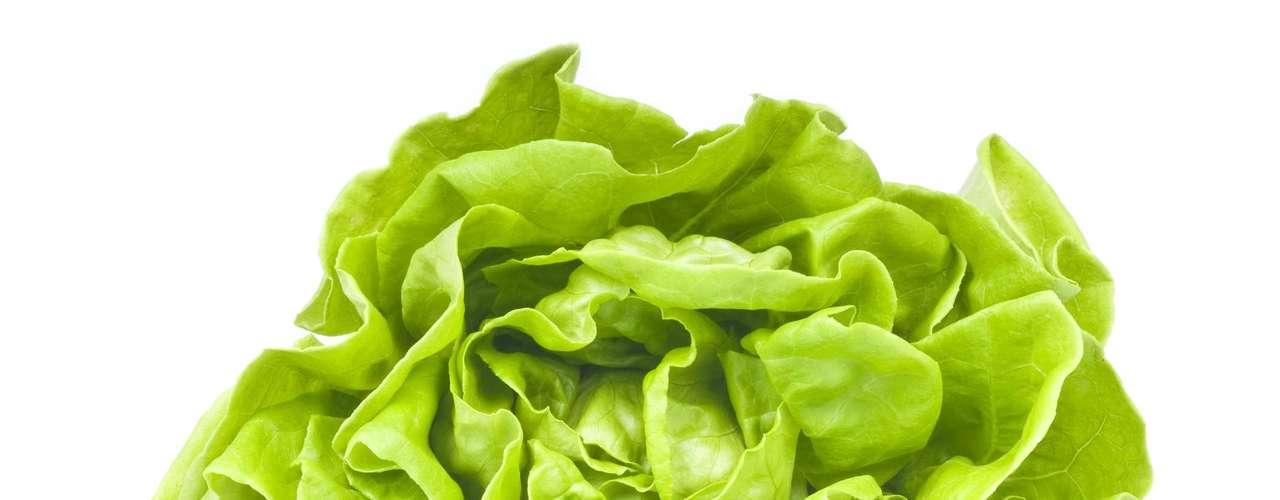 Alface: alimento ingerido como carro chefe nas dietas de emagrecimento, o alface é rico em potássio, cálcio, ferro e vitaminas A, B3 e C. Tem poder antioxidante e age como calmante para quem sofre de insônia