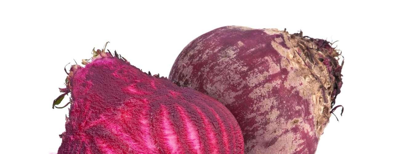 Beterraba: alimento cheio de nutrientes, como proteínas, fibras, vitaminas A, B e C, ferro, potássio e zinco. Ajuda a combater anemia