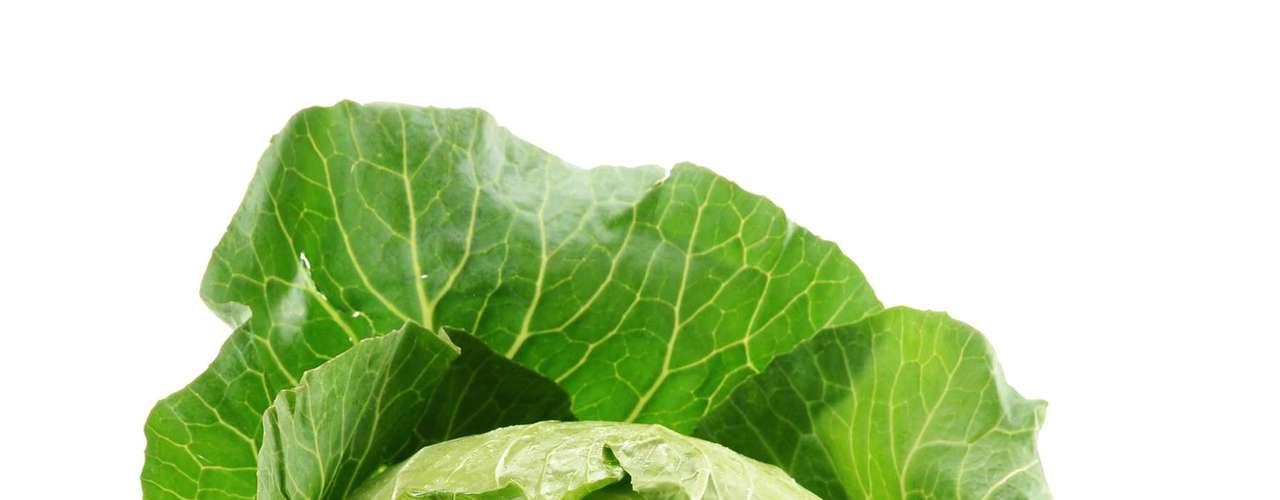 Couve: rico em fibras, o alimento é indicado para enfermidades do estômago e auxilia a digestão. A couve é fonte de vitamina C, ferro, cálcio e betacaroteno