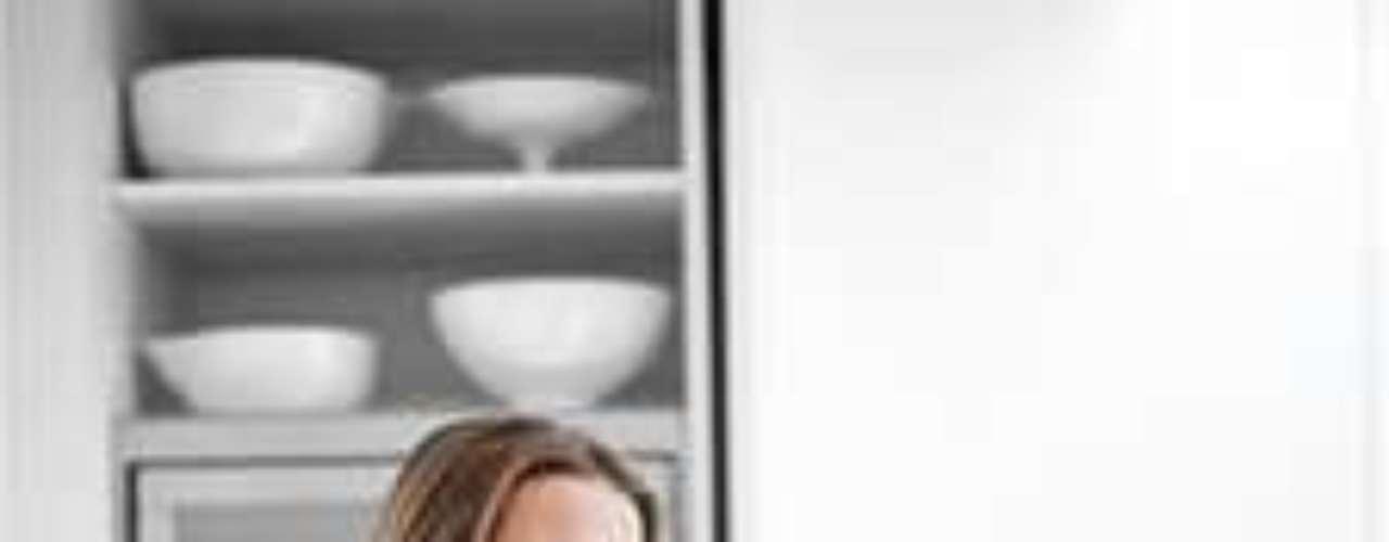 Donna Hay: a chef australiana tem sua própria revista, programa de TV e vários livros de culinária. Na loja Donna Hay, a elite de Sydney compra porcelana, conjuntos de louça para festas infantis e utensílios de cozinha. Hay iniciou sua carreira como jornalista gastronômica e editora na revista Marie Claire. Seu programa de TV, chamado Fast, Fresh and Simple, (rápido, fresco e simples) chegou por último: foi lançado no ano passado, quando Hay já era famosa no país inteiro