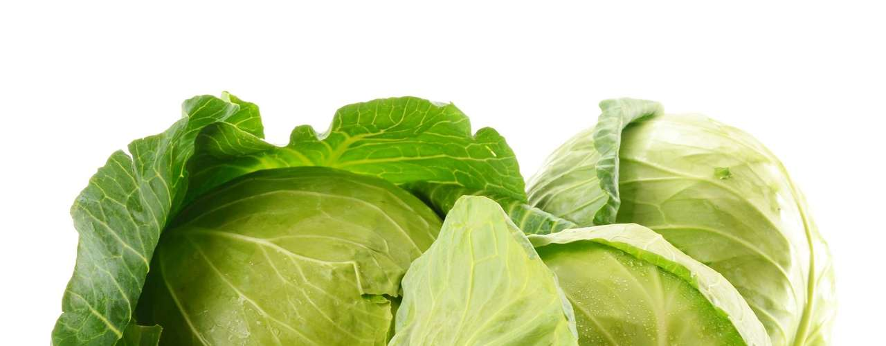 Repolho: fonte de cálcio, potássio, fosforo e vitaminas A e C. O repolho auxilia no emagrecimento e na digestão, estimula a queima de gorduras e combate o colesterol
