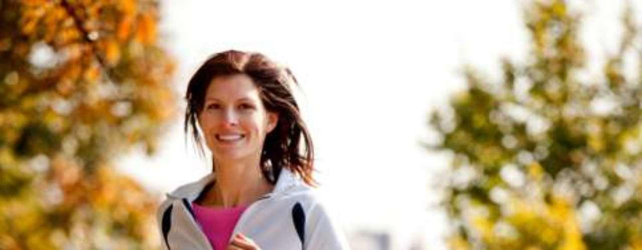 Faça exercícios aeróbicos - Manter uma rotina de malhação evita o acúmulo da indesejada barriguinha ao longo dos anos, segundo estudos