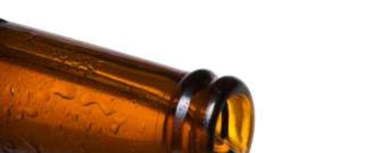 Evite cerveja - Um estudo publicado no Jornal Americano de Epidemiologia aponta que quem tem hábito de beber cerveja tem a cintura mais larga do que os consumidores habituais de vinho. O fato foi observado nas pessoas que mantinham o hábito durante seis dias na semana