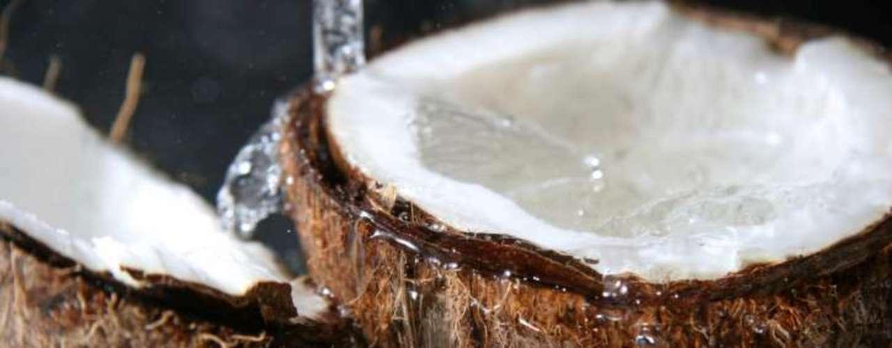 Invista no óleo de coco - A nova substância da moda tem real influência na perda de medidas. Levantamentos feitos no Brasil descobriram que o consumo de 30 ml diários ajudaram no emagrecimento de mulheres obesas, que faziam dieta e exercícios regularmente