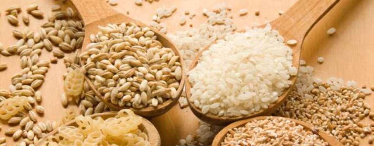 Consuma grãos integrais - O Jornal de Nutrição Clínica, nos Estados Unidos, divulgou que pessoas sob dieta que consumiam alimentos com grãos integrais, como arroz, massas e pães, emagreceram mais do que os que comiam os mesmo itens feitos de farinha refinada