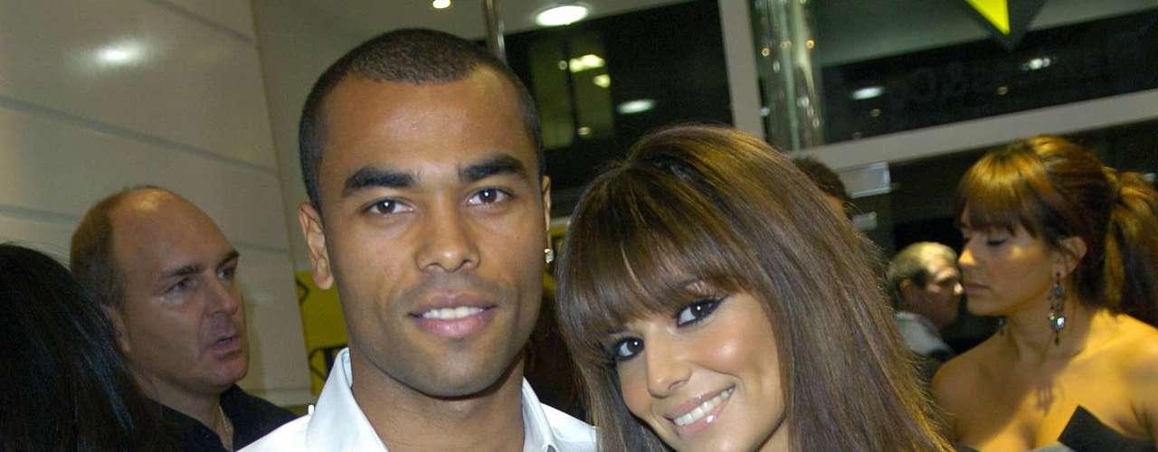 Mesmo casado com a cantora Cheryl Cole, o jogador Ashley Cole sempre se envolveu em histórias de traição. Cheryl teria dado diversas chances ao atleta, mas não resistiu e terminou o relacionamento em 2010