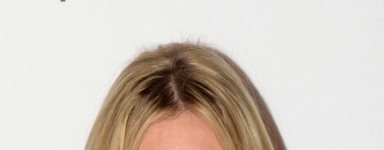 Kate Moss posa com maquiagem leve com olhos esfumados, apontada em pesquisa como preferida dos homens