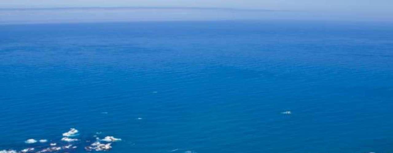 11. Clifton Beach, África do Sul: areias brancas, mar azul. A paisagem torna-se ainda mais perfeita pelas mulheres que desfilam ali