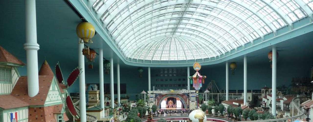 17. Lotteworld, Coreia do Sul: complexo recreativo de Seul, Lotteworld conta com um parque de diversões indoor (o maior do planeta), um parque outdoor, hotel, shopping center e cinemas. A nova área interativa para crianças incrementou o número de visitantes, alcançando mais de 5 milhões de pessoas em 2011