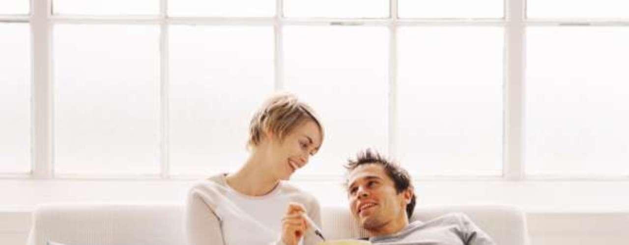 Ele não acha a parceira mandona: se quando se refere à companheira não aparecem expressões como \