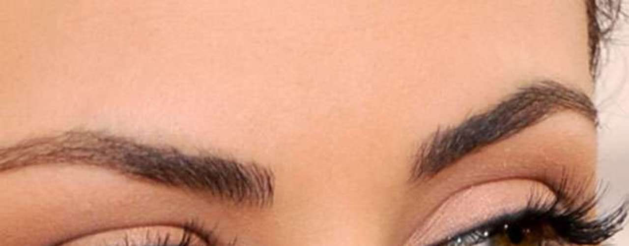 Um olho da Mila Kunis é esverdeado e outro castanho