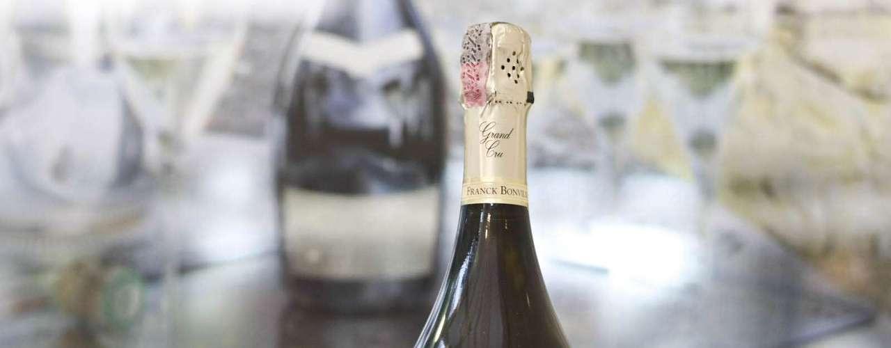 Por R$ 1 mil o visitante pode levar uma das apenas 300 garrafas do Champagne Franck Bonville Les Belles Voyes exportados para o Brasil.