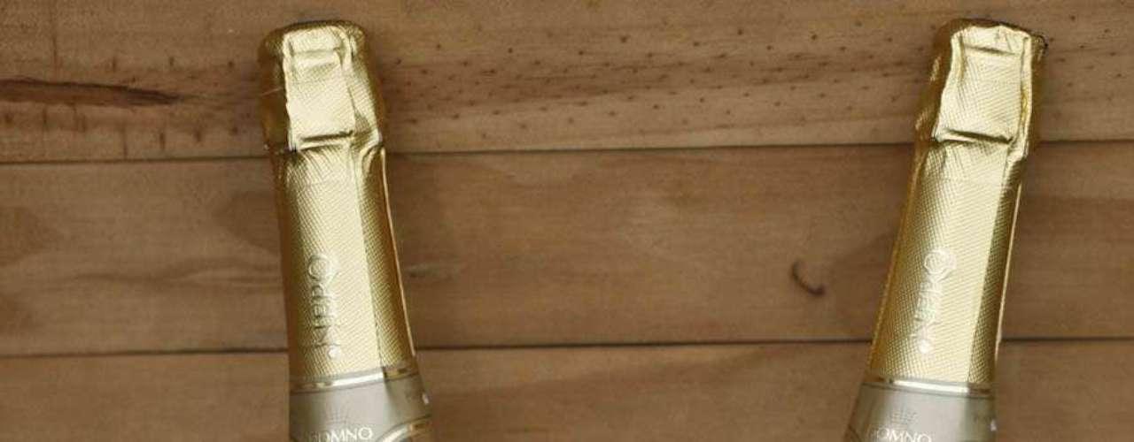 O espumante .Nero Gold é o primeiro das américas a receber folhas de ouro comestiveis em sua composição. A garrafa sai por R$ 129