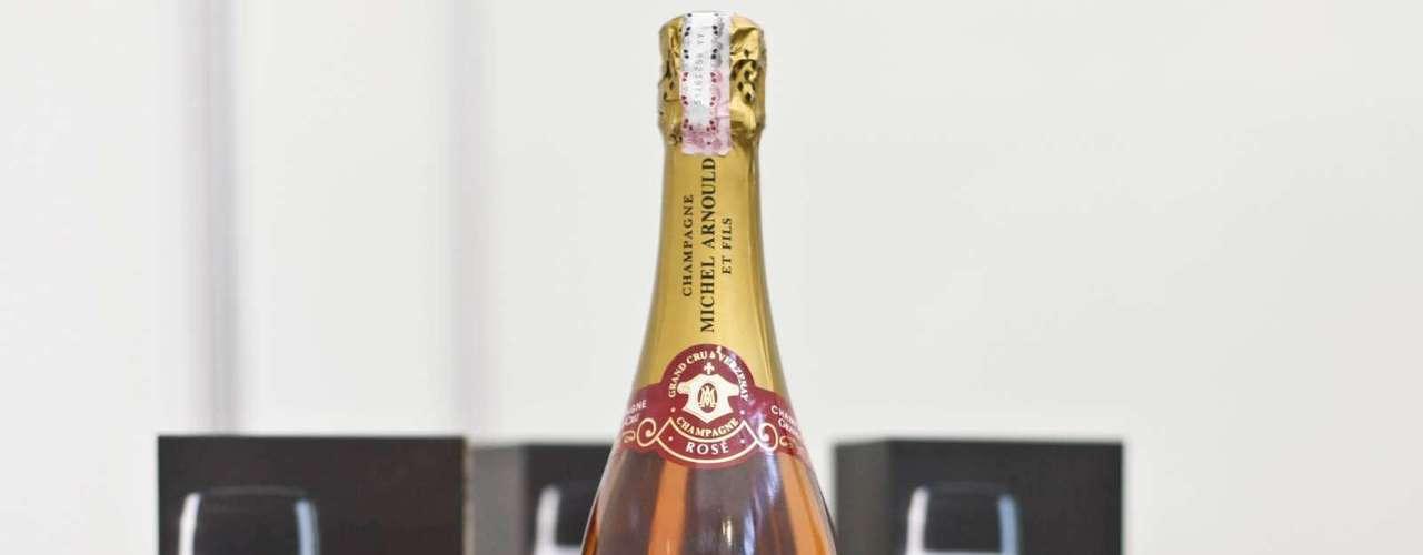 O Champagne Michel Arnould Brut Rosé, chegou a pouco tempo ao Brasil. Na feira ele é encontrada por R$ 300