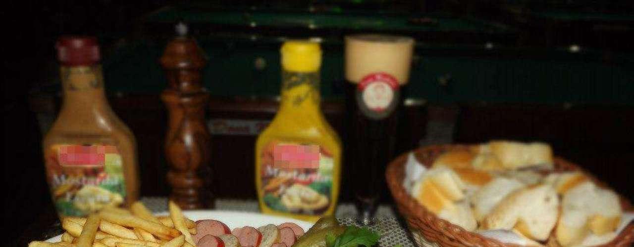 O Dona Mathilde oferece porção de salsichões vermelhos e brancos como aperitivo, acompanhados de porção de fritas, pepino, mostardas e pão francês, com mais um chope (Pilsen, Stout, Pale Ale, Dunkel ou Weiss)