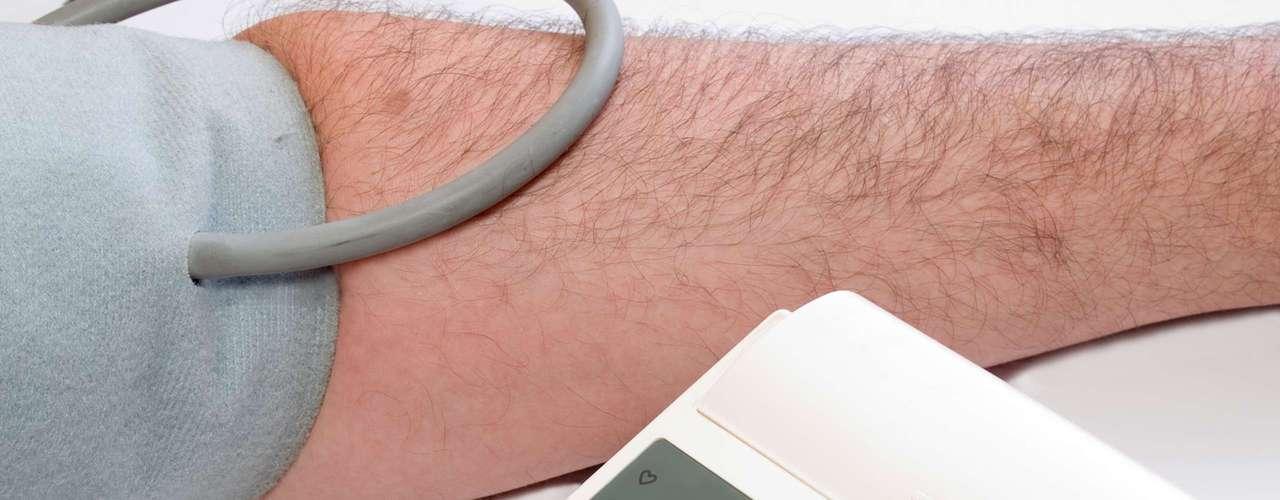 Colesterol alto: cerca de sete milhões de britânicos tomam remédios para reduzir os níveis de colesterol no sangue e evitar doenças cardíacas. No entanto, uma das reações deste tratamento pode ser o mau humor. Um estudo feito na University of California, nos Estados Unidos, avaliou que seis pacientes que sofriam de irritabilidade excessiva melhoraram após largar estes medicamentos. \