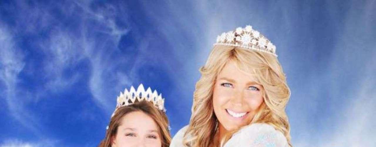 Xuxa usa peruca volumosa para foto ao lado de sua filha, Sasha