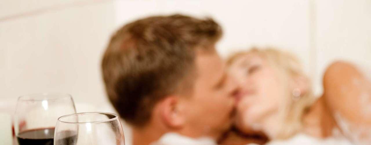 Banhos quentes regados a vinho também são uma boa escolha