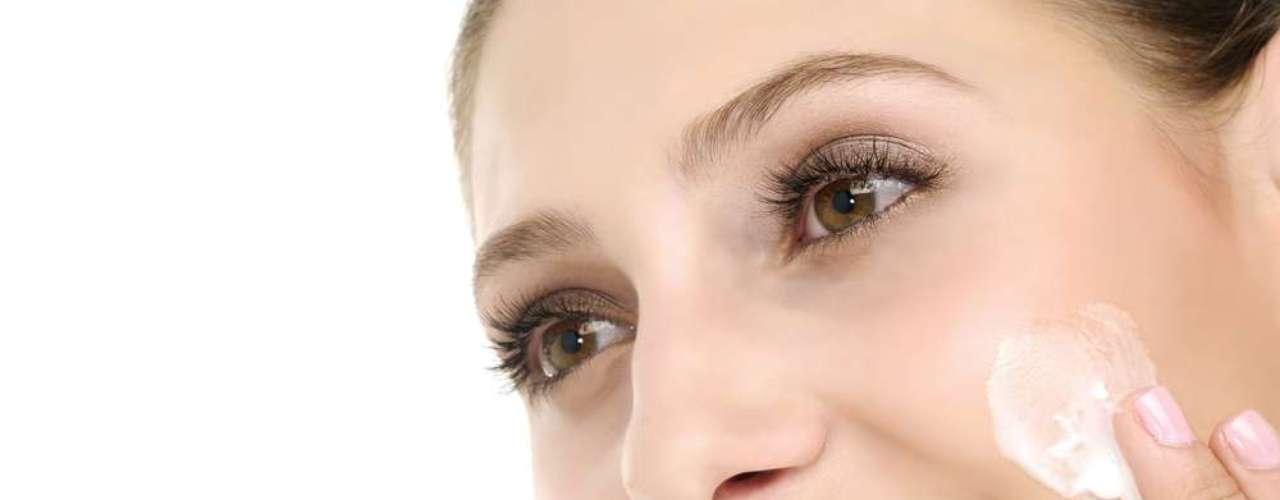 Ativo australiano é incorporado a cremes, sabonetes líquidos e géis para o tratamento da acne e da pele oleosa