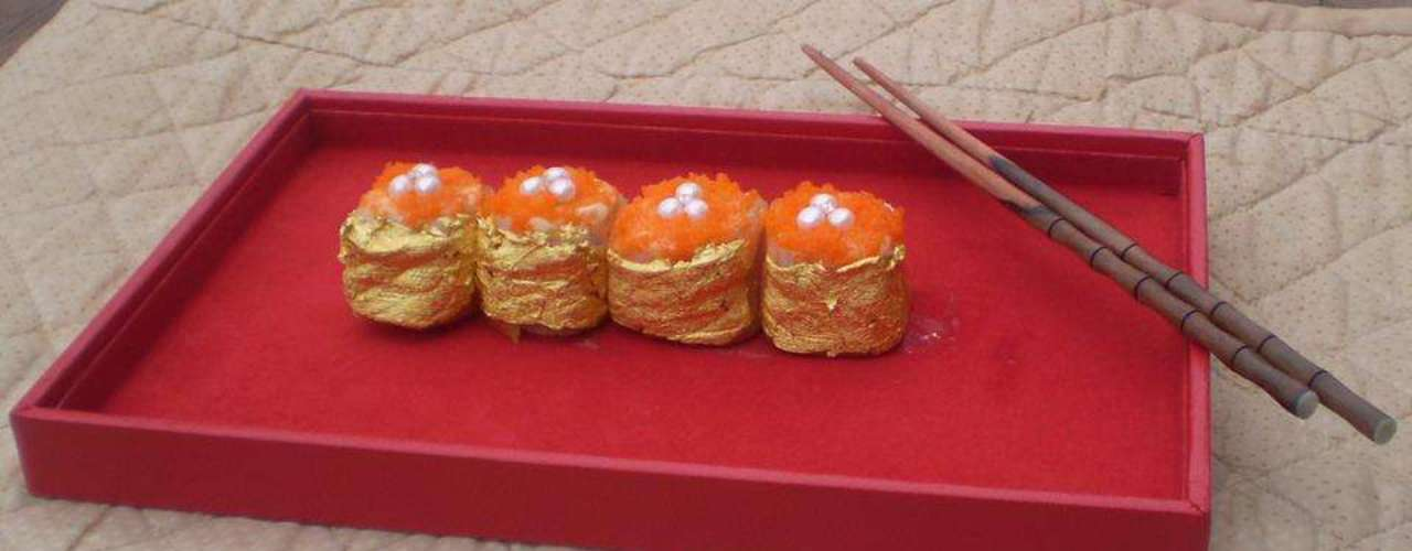 Sushi Del Oriente - Este nigiri sushi é envolto em folhas de ouro 24 quilates e polvilhado por cinco diamantes africanos de 0.20 quilates. Ele foi servido na residência de um empresário japonês em Manula, Filipinas, em 2010, pelo chef Angelito Araneta Jr da Karat Chef.  A iguaria saiu por 85.727,59 pesos filipinos (R$ 4.286 aproximadamente). Aparentemente esta obra de arte é feita pelo chef geralmente para pedidos de casamento. Como alguém poderia dizer não?
