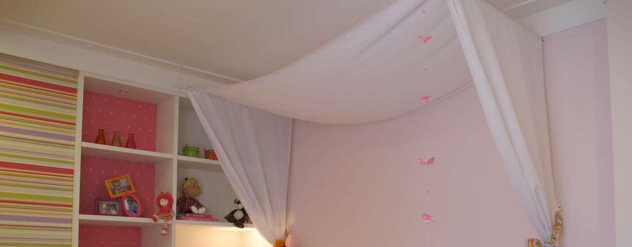 Escolher uma das paredes para colocar a cor preferida é uma opção segura, por ser fácil de mudar