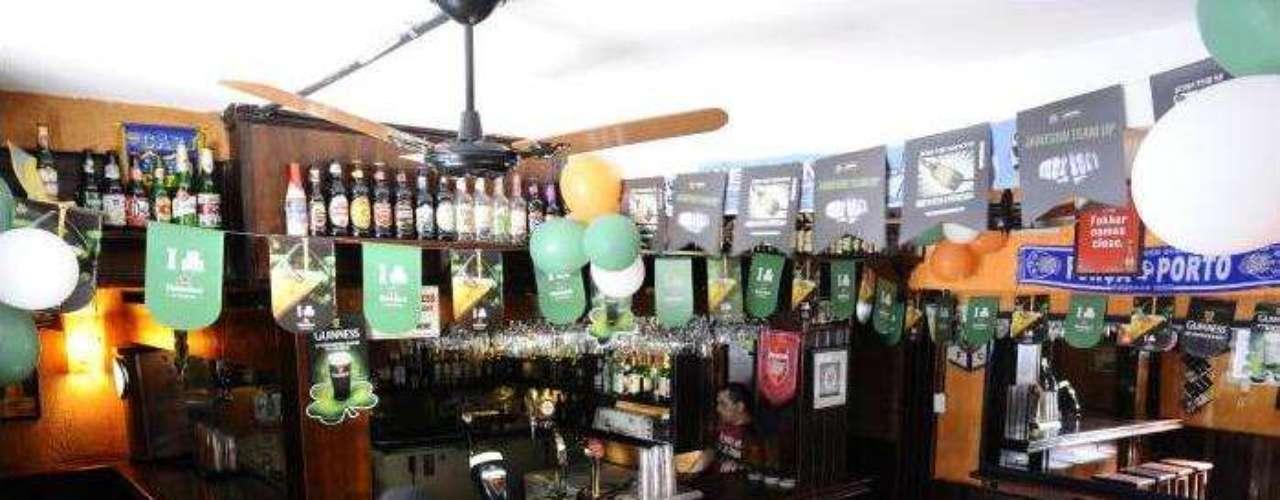 The Blue Pub - Carta: Mais de 50 rótulos de cerveja e 4 tipos de chope. Endereço: Al. Ribeirão Preto, 384  Bela Vista. Telefone: (11) 3284-8338/2609-8233. Horário de funcionamento: de segunda a quarta, das 16h às 2h; de quinta a sábado, das 16h às 3h; e domingo, das 15h às 2h