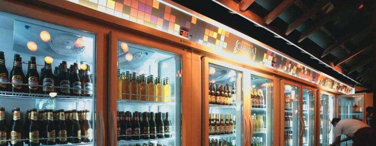 Companhia da Cerveja - Carta: Cerca de 20 rótulos de cervejas. Endereço: R. Aspicuelta, 595  Vila Madalena. Telefone: (11) 3367-3617. Horário de funcionamento: de terça a quinta das 17h à 0h30; sexta, das 17h às 3h; sábado, das 14h30 às 3h; e domingo, das 13h à 0h30
