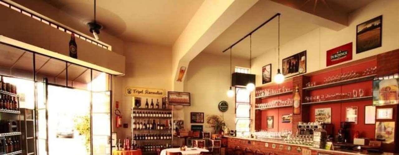 Laus Beer - Carta: Mais de 100 rótulos de cervejas nacionais e internacionais. Endereço: R. Fernandes Moreira, 384  Chácara Santo Antonio. Telefone: (11) 3567-0569. Horário de funcionamento: de segunda a sexta, das 10h às 22h