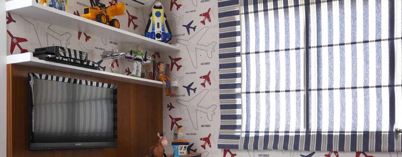 Não é difícil adivinhar o tema preferido do dono deste quarto: aviões