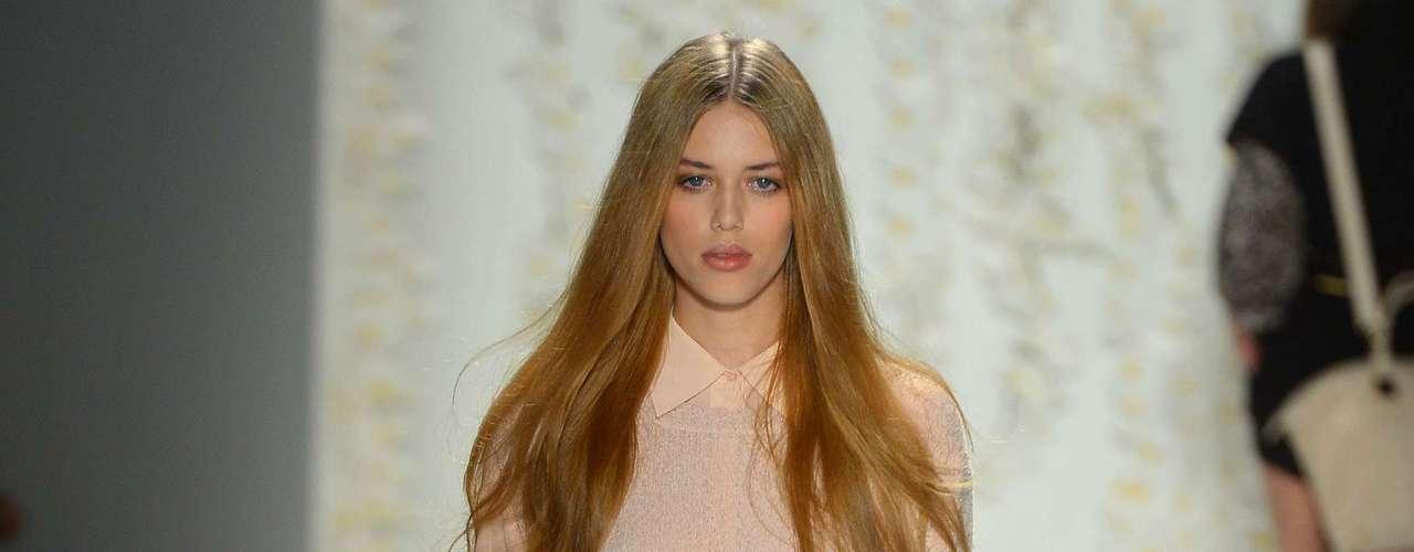 Nesta quarta-feira (12), a estilista americana Rachel Zoe desfilou sua coleção primavera verão 2013 durante a semana de moda de Nova York