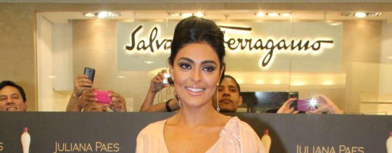 Juliana Paes lançou, na noite desta quarta-feira (12), o perfume Juliana Paes Essence