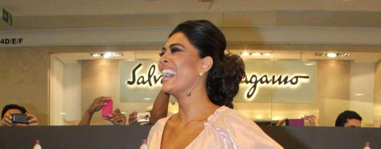O lançamento do perfume de Juliana foi uma das atrações do Fashion's Night Out, evento de moda promovido pela revista Vogue