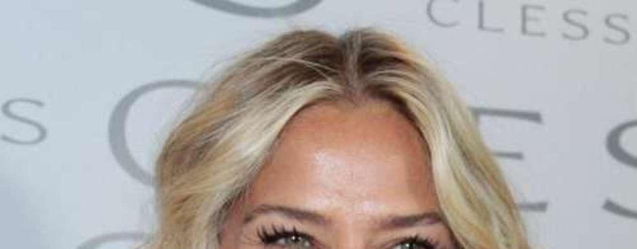 Em sua passagem pela Beauty Fair 2012 - feira de beleza realizada na Expo Center Norte, em São Paulo - a apresentadora disse que usa cremes antirrugas para manter a pele de menina