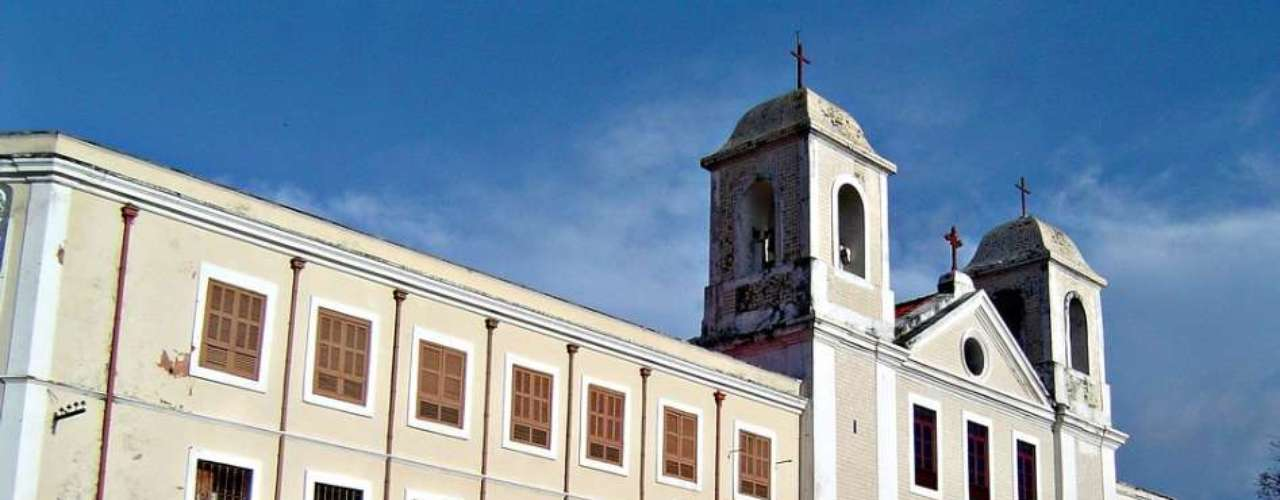 Igreja do Carmo, São Luís, Maranhão: erguida em 1627, a Igreja do Carmo ganhou ainda mais beleza em 1866, após a colocação de azulejos portugueses.  Situada na Praça João Lisboa, no centro histórico de São Luís, a igreja tem também um convento, usado como abrigo para as tropas portuguesas durante a invasão dos holandeses