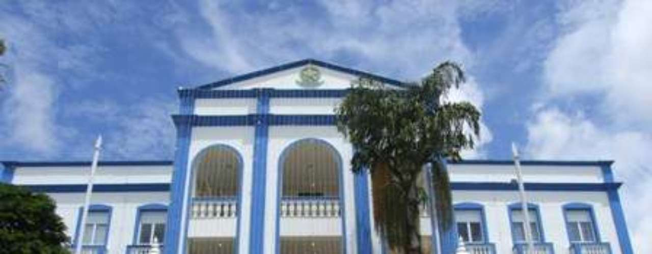 Palácio Getúlio Vargas, Porto Velho, Rondônia: construído em 1949, o Palácio Getúlio Vargas é a sede do governo de Rondônia. Situado na praça do mesmo nome, o Palácio não está aberto a visitantes, mas forma um dos principais cartões-postais de Porto Velho