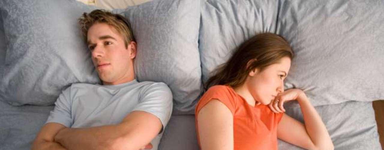 Sem sono: você não poderá mais ter a cama inteira para você depois que o relacionamento estiver mais sério