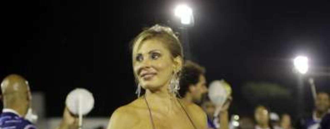 Cuidados da atriz em prol da juventude podem ser vistos nos 96 cm de busto, 66 de cintura e 102 de quadril