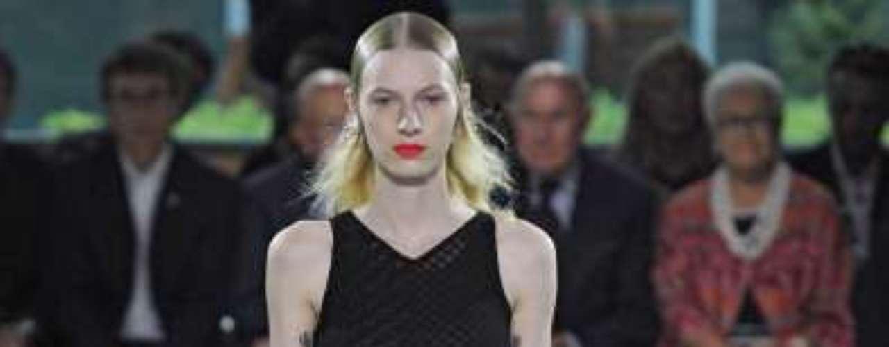 Listras e estampas marcaram o desfile da coleção primavera/verão 2013 da grife Missoni na semana de moda de Milão